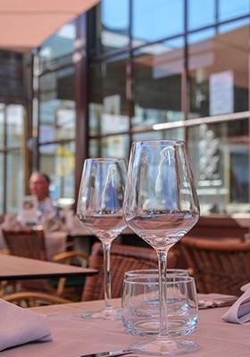 ter-rivierenhof-glazen-tafel