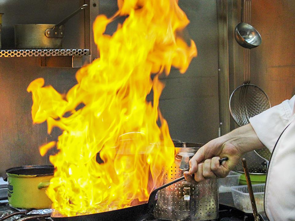ter-rivierenhof-koken-vlam-pan-over-ons